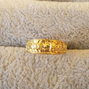 Gold band with pattern top